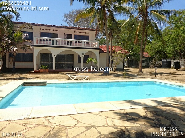 4  bedroom house with pool to rent in Nyali.