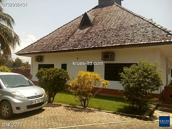 3 BR HOUSE OWN COMPOUND WITH A POOL FOR RENT IN NYALI