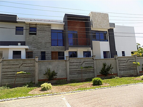 EXECUTIVE 4 BEDROOM TOWN HOUSE FOR SALE