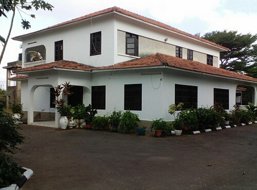 4br house located on half an acre available for rent in nyali