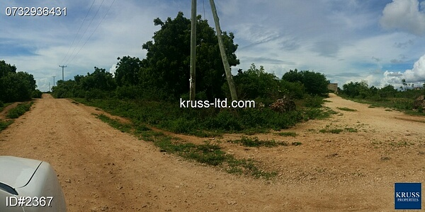 1 acre corner plot of land on 3rd row from ocean for sale in Kikambala