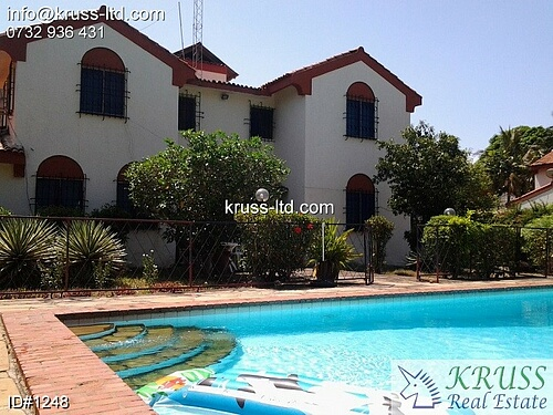 5 br house with swimming pool for rent in Nyali